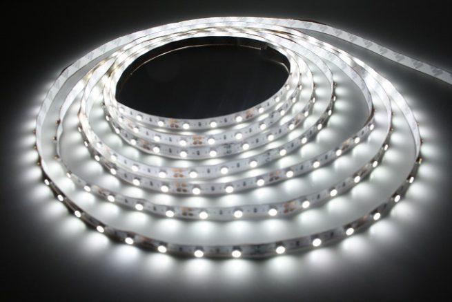 Открытая светодиодная лента белого свечения 3528-300 LED, IP 20, 4,8 Вт/м, 12V. 5 Метров.