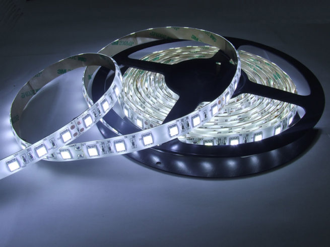 Герметичная светодиодная лента белого свечения 5050-300 LED, IP 65, 14,4 Вт/м, 12V. 5 Метров.