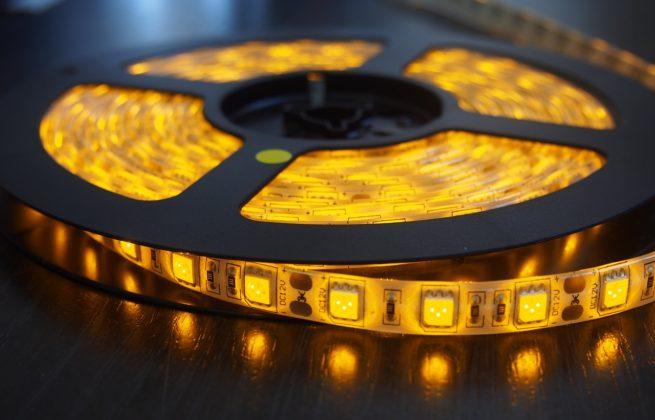 Герметичная светодиодная лента жёлтого свечения 5050-300 LED, IP 65, 14,4 Вт/м, 12V. 5 Метров.